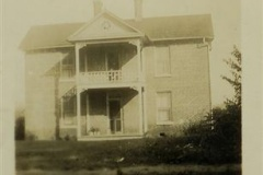 Bird_home_in_Webster_Mary_Elaine_birthplace